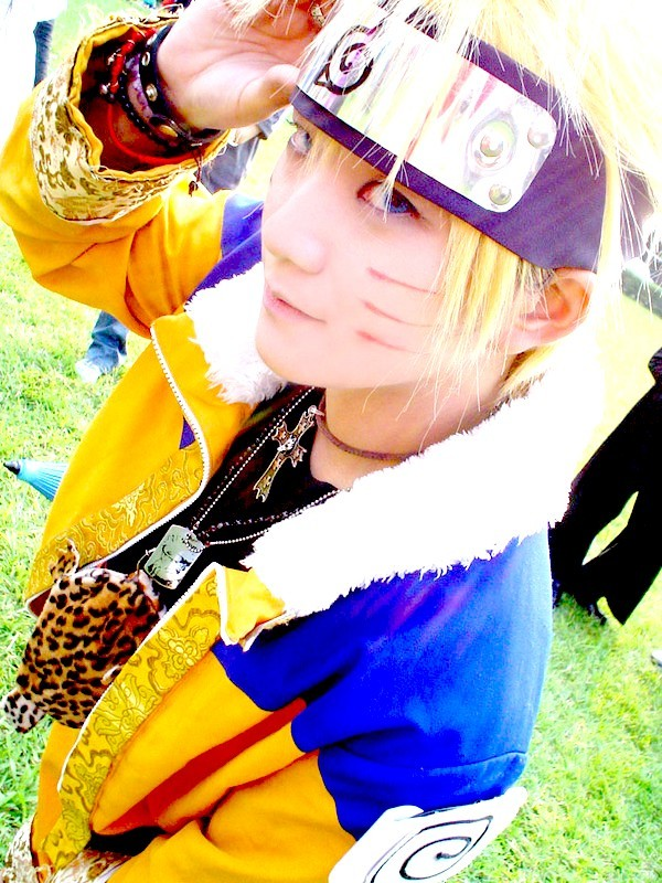 http://shiaryuzaki.files.wordpress.com/2007/12/naruto-cosplay.jpg